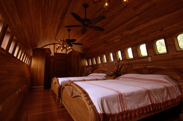 This 727 suite has two bedrooms with private baths (source: uniqhotels)